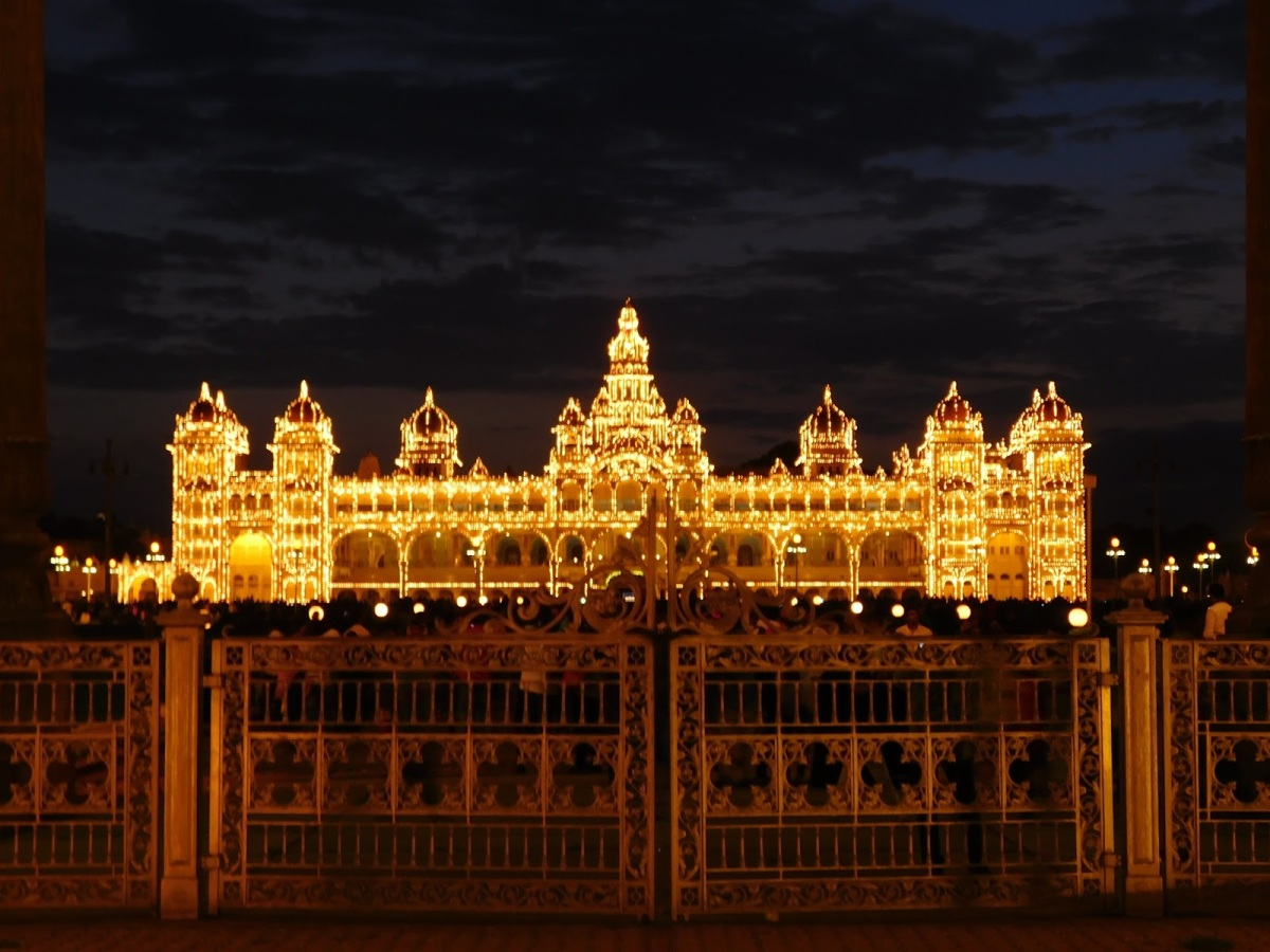 Mysore - Palace, Chamundi Hills and Zoological Garden ( Photo feature)